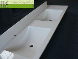 Doppelwaschtisch auf das Badmöbel, hergestellt mit ARCTIC Becken und 10 cm Hintersockel