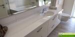 Umyvadlová deska s koupelnovou skříňkou na míru_Waschtisch mit Badmöbel nach Mass