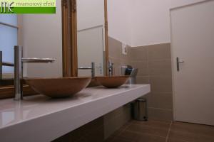 Gesellschaftshaus in Bad Darkov  weisse Waschtischplatten Flexible60